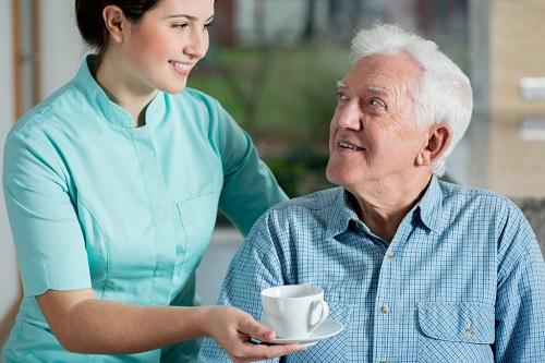 Пожилой человек дома уход за ним вяземский дом интернат для престарелых и инвалидов